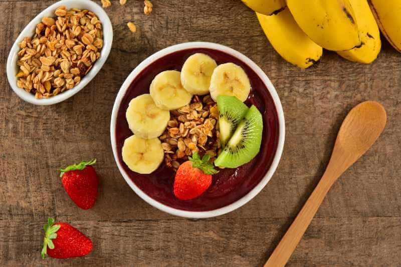 granola and strawberry smoothie bowl