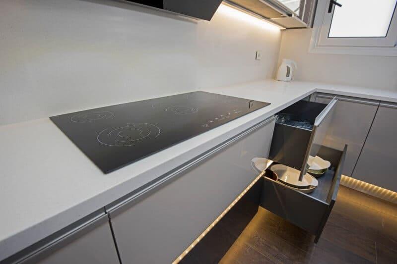 Clean long cooktop