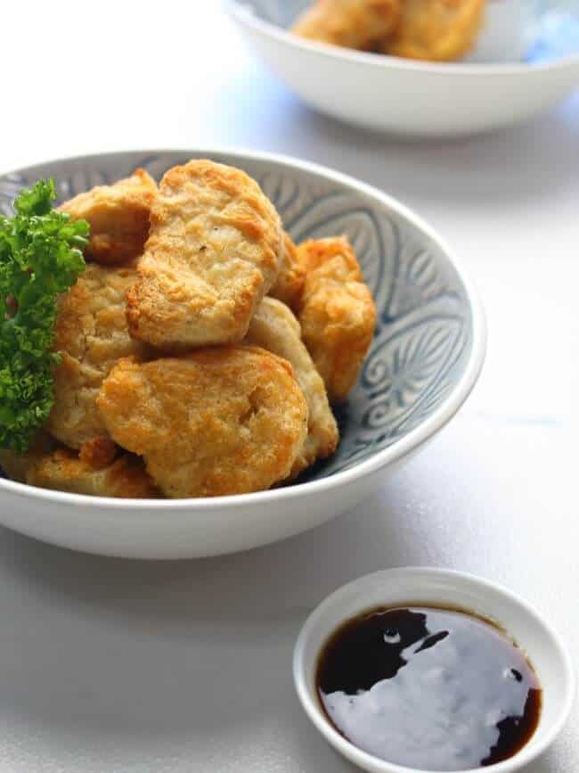 Air-fried chicken nuggets with garnish and sauce