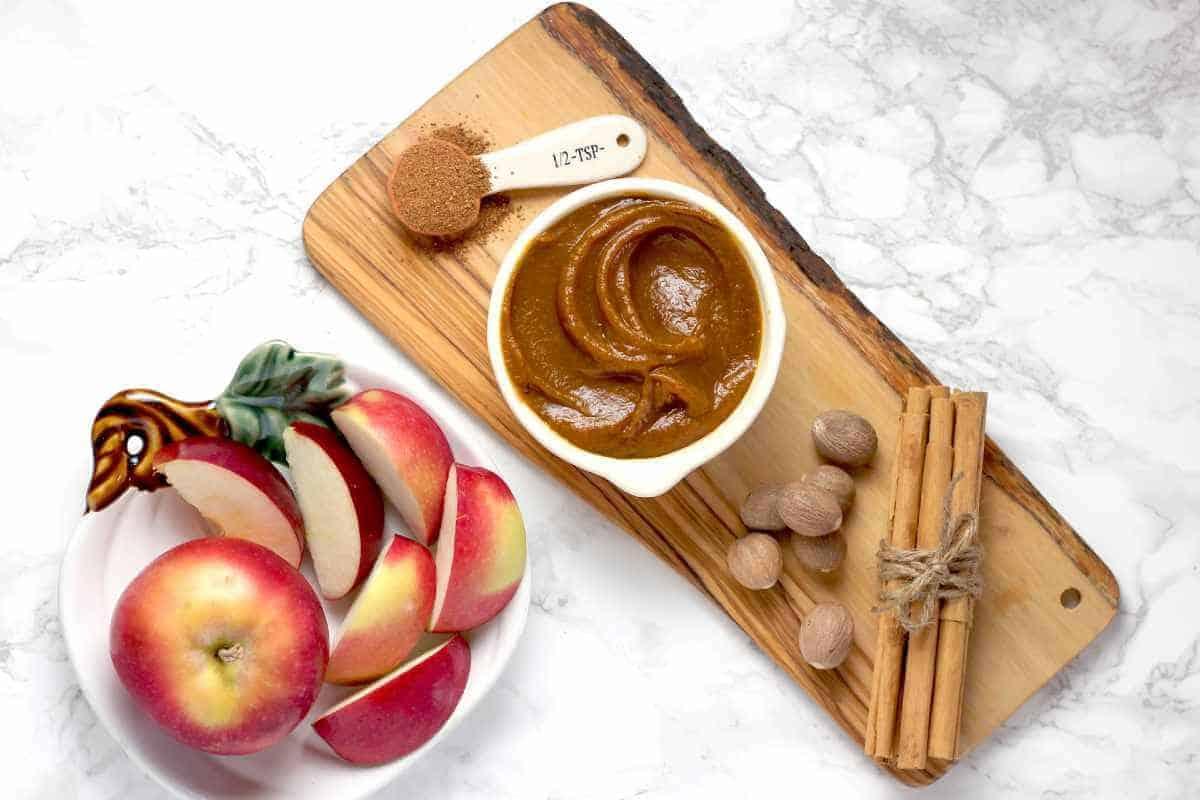 pumpkin puree with apple and cinnamon