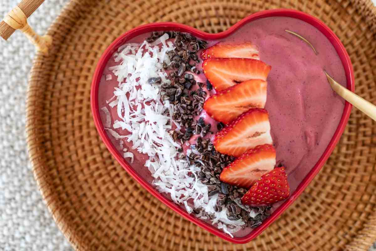 heart berry smoothie bowl